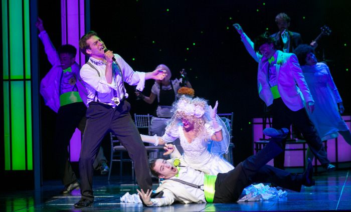 The Wedding Singer - John Robyns as Robbie with Company (c) Darren Bell